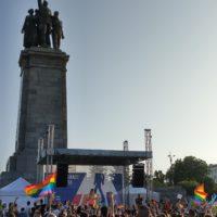 Нета пее на сцената на София Прайд 2019